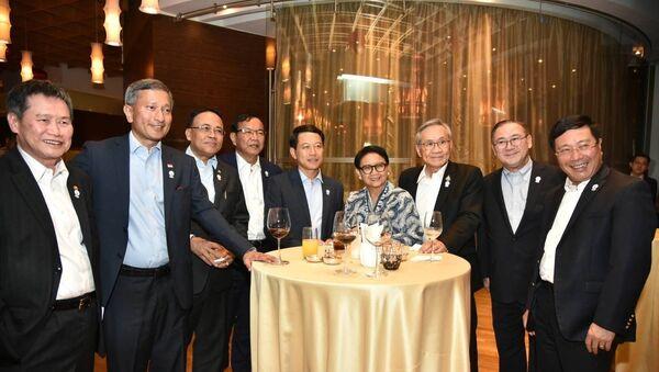 Các Bộ trưởng Ngoại giao ASEAN dự ăn tối làm việc. - Sputnik Việt Nam