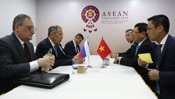 Bộ trưởng Ngoại giao Việt Nam và Nga thảo luận về tương tác trong chính sách đối ngoại  - Sputnik Việt Nam