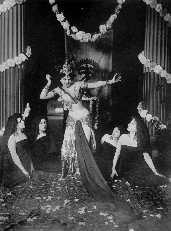 Màn trình diễn của vũ nữ Mata Hari, năm 1905 - Sputnik Việt Nam