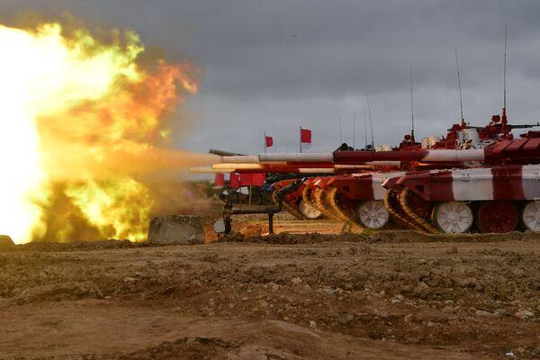 Xe tăng T-72B3 của đội Nga trước khi bắt đầu «Tank Biathlon-2019» - Sputnik Việt Nam