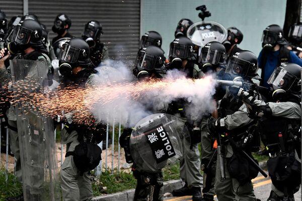 Cảnh sát sử dụng hơi cay trấn áp biểu tình chống đối ở Hồng Kông - Sputnik Việt Nam
