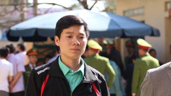 Bác Sĩ Hoàng Công Lương đến tòa án hôm 19 Tháng Sáu.  - Sputnik Việt Nam