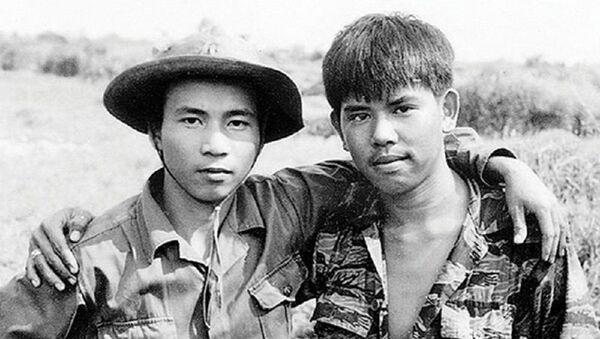 Bức ảnh Hai người lính mang thông điệp hòa bình, thống nhất và hòa hợp dân tộc - Sputnik Việt Nam