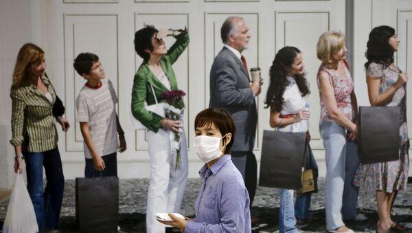Người phụ nữ trong một mặt nạ y tế. - Sputnik Việt Nam