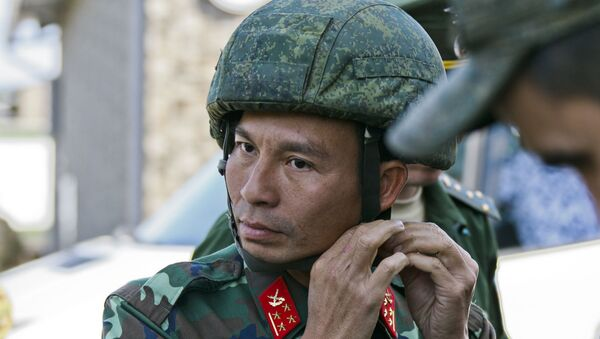 """Một thành viên đội """"anh nuôi"""" QĐND Việt Nam trước khi tiến vào vị trí xạ kích - Sputnik Việt Nam"""
