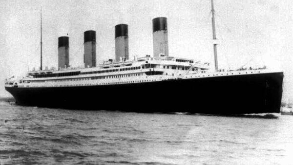 """Năm 1912. Con tàu vượt đại dương lớn nhất thế giới """"Titanic"""" trong chuyến dong khơi đầu tiên đã va vào tảng băng trôi và bị đắm. Hơn 1.300 người thiệt mạng. Trước đó một số người đã dự báo thảm kịch này. - Sputnik Việt Nam"""