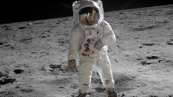 Năm 1969. Người Mỹ đổ bộ xuống Mặt trăng. Bản thân sự kiện vẫn gây tranh cãi cho đến ngày nay. - Sputnik Việt Nam