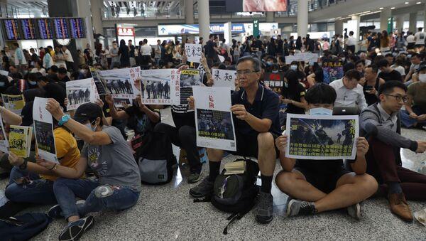 Cuộc biểu tình tại sân bay Hồng Kông - Sputnik Việt Nam