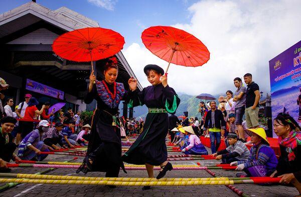 Lào Cai: Hơn 6.000 người tham gia xác lập kỷ lục nhảy sạp tại Fansipan  - Sputnik Việt Nam