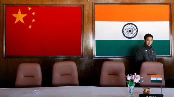 Lá cờ của Trung Quốc và Ấn Độ - Sputnik Việt Nam