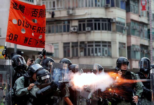 Cảnh sát Hồng Kông sử dụng hơi cay để giải tán người biểu tình - Sputnik Việt Nam