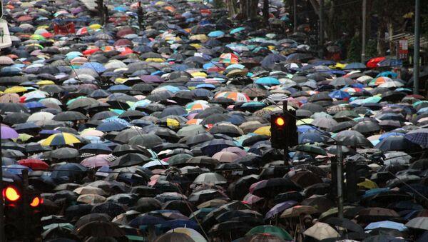 Hàng chục ngàn người biểu tình tuần hành ở Hồng Kông. - Sputnik Việt Nam