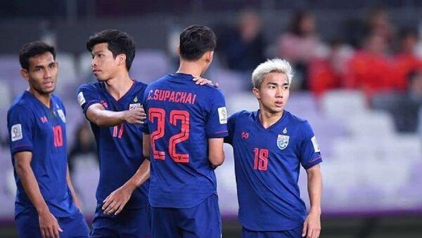 Chanathip (số 18) được mệnh danh là Messi Thái và là cầu thủ quan trọng nhất của tuyển Thái Lan. - Sputnik Việt Nam