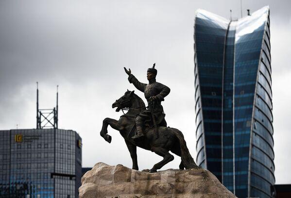 Đài tưởng niệm thành phố Sukhbaatar, Mông Cổ - Sputnik Việt Nam