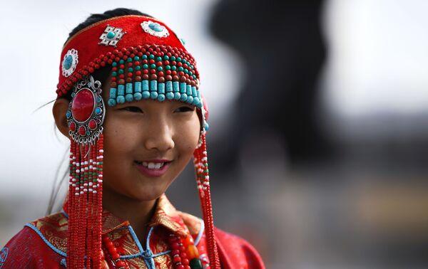 Cô gái mặc trang phục dân tộc ở thành phố Choibalsan, Mông Cổ - Sputnik Việt Nam