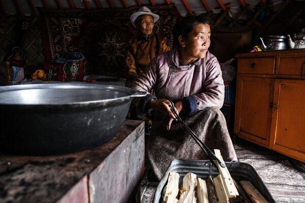 Gia đình Mông Cổ trong chiếc lều du mục - Sputnik Việt Nam