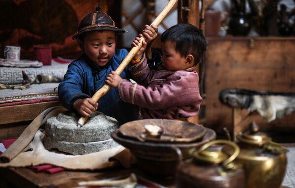Trẻ em trong Vườn quốc gia Mông Cổ thế kỷ 13 - Sputnik Việt Nam