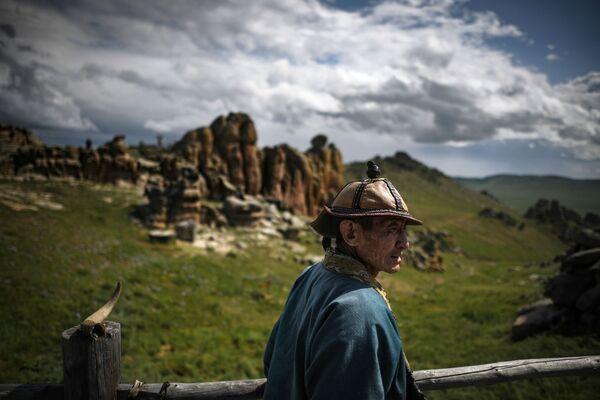 Một người đàn ông trong công viên quốc gia Mông Cổ thế kỷ 13 - Sputnik Việt Nam
