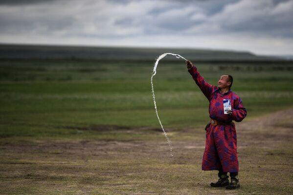 Lama trong nghi thức ban phước cho trái đất ở tỉnh Dornod - Sputnik Việt Nam