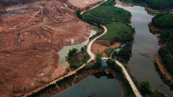 Hồ thủy điện Thác Bà bị Công ty TNHH Hoàng Gia Yên Bái xâm lấn nghiêm trọng.  - Sputnik Việt Nam