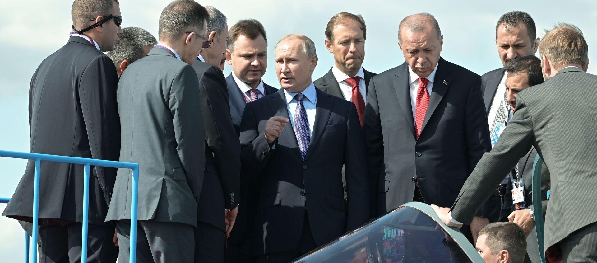 Các ông Putin và Erdogan trực tiếp kiểm tra chiến đấu cơ Su-57 mới tại MAKS 2019. - Sputnik Việt Nam, 1920, 15.07.2021