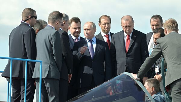 Các ông Putin và Erdogan trực tiếp kiểm tra chiến đấu cơ Su-57 mới tại MAKS 2019. - Sputnik Việt Nam