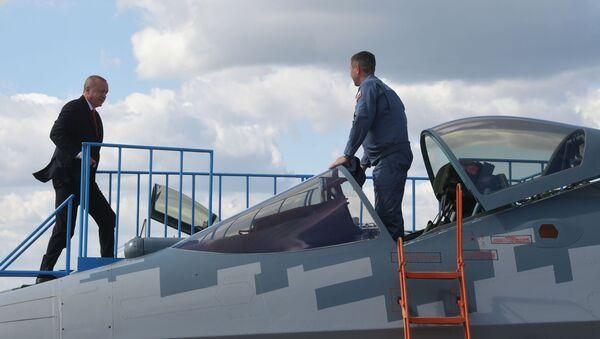Tổng thống Thổ Nhĩ Kỳ Recep Tayyip Erdogan thăm quan máy bay chiến đấu đa chức năng Su-57 của Nga tại MAKS-2019 - Sputnik Việt Nam