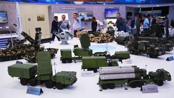 Các mẫu vũ khí tại gian hàng công ty Almaz-Antey tại triển lãm Hàng không MAKS-2019 - Sputnik Việt Nam