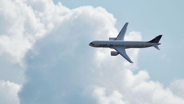 Máy bay chở khách tầm trung của Nga MC-21-300 bay trên MAKS-2019 - Sputnik Việt Nam