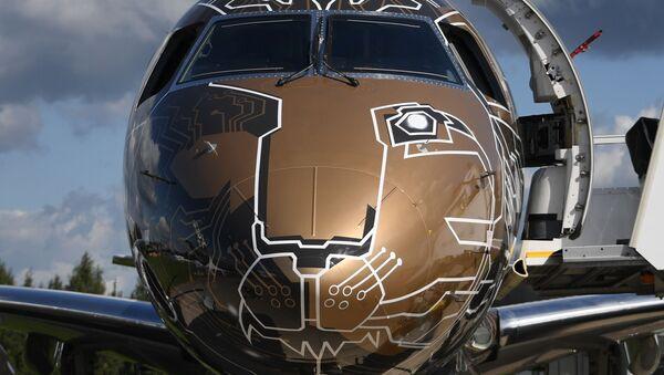 Chiếc máy bay của công ty Brazil Embraer 195-E2 Profit Hunter tại Triển lãm Hàng không - Vũ trụ quốc tế MAKS-2019 - Sputnik Việt Nam