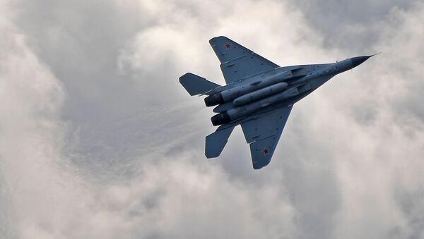 Máy bay chiến đấu tiền tuyến đa chức năng MiG-35 của Nga bay trên MAKS-2019 ở Zhukovsky, ngoại ô Moskva - Sputnik Việt Nam