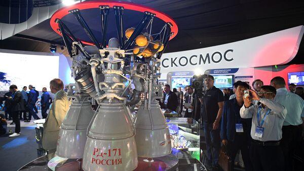 Động cơ tên lửa nhiên liệu lỏng vòng kín của Nga RD-171 tại MAKS-2019 tại Zhukovsky - Sputnik Việt Nam