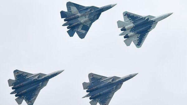 Máy bay chiến đấu đa chức năng Nga thế hệ thứ năm Su-57 thực hiện chuyến bay trình diễn tại Triển lãm Hàng không - Vũ trụ quốc tế MAKS-2019 - Sputnik Việt Nam