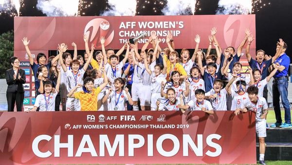 Đội tuyển Việt Nam mừng chức vô địch lần thứ ba ở Đông Nam Á.  - Sputnik Việt Nam