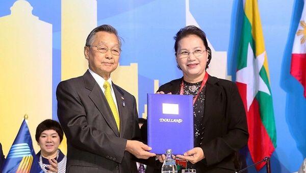 Chủ tịch QH Nguyễn Thị Kim Ngân tiếp nhận chức Chủ tịch AIPA 41 từ Thái Lan. - Sputnik Việt Nam