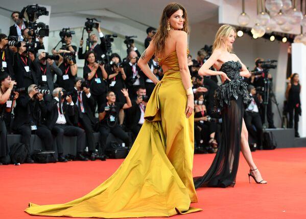 Siêu mẫu Brazil Isabel Fontana trên thảm đỏ của Liên hoan phim quốc tế Venice lần thứ 76 - Sputnik Việt Nam