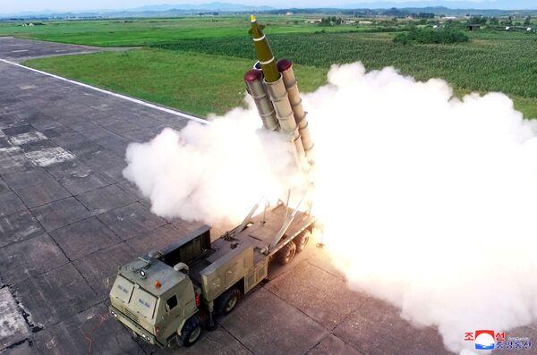 Phóng tên lửa trong quá trình thử nghiệm bệ phóng tên lửa tái sử dụng, CHDCND Triều Tiên  - Sputnik Việt Nam