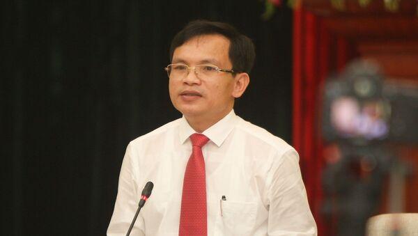 Ông Mai Văn Trinh, Cục trưởng Cục Quản lý chất lượng (Bộ Giáo dục và Đào tạo) cung cấp các thông tin về kỳ thi cho các cơ quan báo chí.  - Sputnik Việt Nam