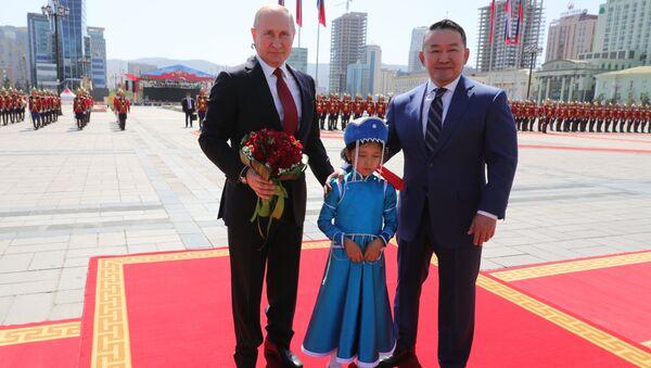Tổng thống Nga Vladimir Putin với Tổng thống Mông Cổ Khaltmaagiin Battulga tại Mông Cổ. - Sputnik Việt Nam