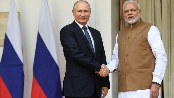 Tổng thống Nga Vladimir Putin và Thủ tướng Cộng hòa Ấn Độ Narendra Modi trong cuộc gặp tại Cung điện Hyderabad ở New Delhi - Sputnik Việt Nam