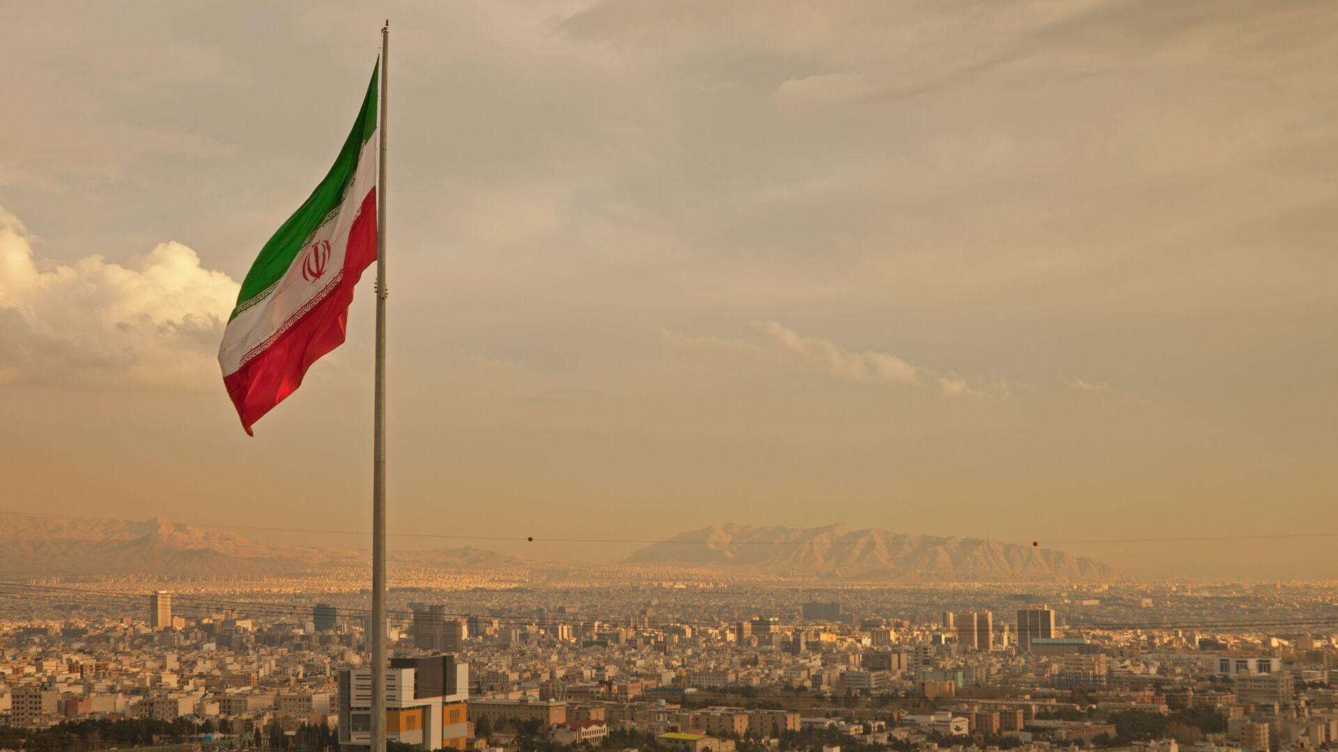 Cờ Iran trên nền thành phố - Sputnik Việt Nam, 1920, 14.04.2021
