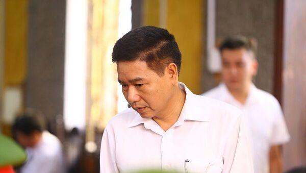 Bị cáo Trần Xuân Yến - cựu Phó Giám đốc Sở GDĐT tỉnh Sơn La đến tòa. - Sputnik Việt Nam