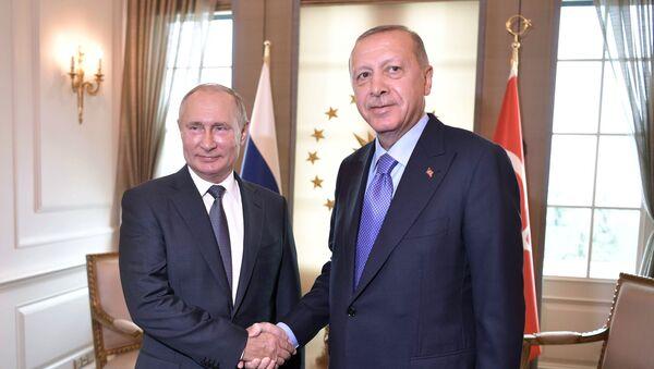 Tổng thống Nga Vladimir Putin và Tổng thống Thổ Nhĩ Kỳ Tayyip Erdogan - Sputnik Việt Nam