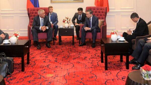Bộ trưởng Bộ Nội vụ Nga Vladimir Kolokoltsev và Bộ trưởng Bộ Công an Việt Nam To Lam trong một cuộc họp - Sputnik Việt Nam
