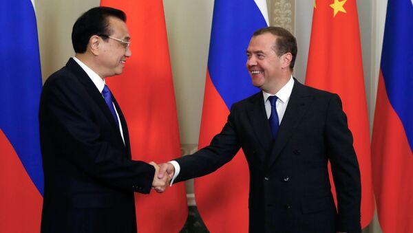 Thủ tướng Dmitry Medvedev và Thủ tướng Hội đồng Nhà nước Trung Quốc Li Keqiang trong một cuộc họp - Sputnik Việt Nam