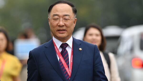 Phó Thủ tướng Kinh tế, Bộ trưởng Bộ Kế hoạch và Tài chính Hàn Quốc, Hong Nam Ki tại Diễn đàn kinh tế V East ở Vladivostok - Sputnik Việt Nam
