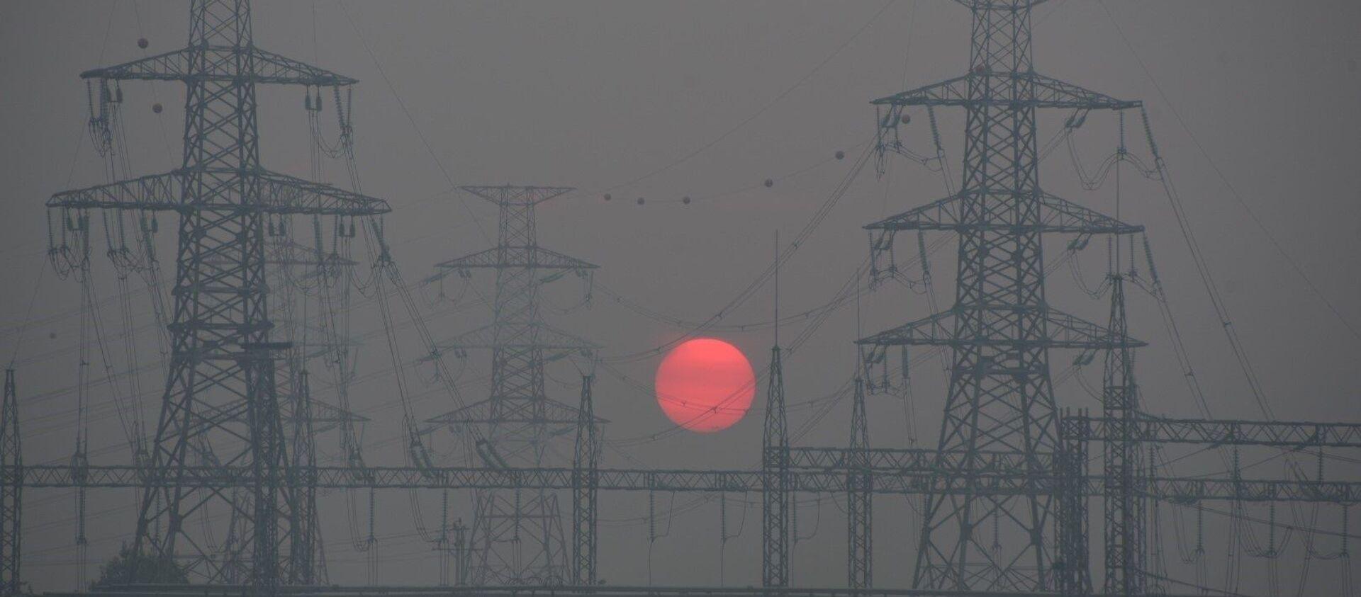 Tổ chức Air Visual đưa thành phố Hà Nội vào Bảng xếp hạng 10 thành phố có chất lượng không khí xấu nhất thế giới và xếp hạng Hà Nội là thành phố ô nhiễm không khí nhất thế giới (chỉ số AQI luôn trên 200 - mức xấu).  - Sputnik Việt Nam, 1920, 12.08.2021