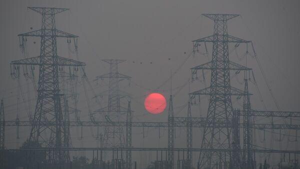 Tổ chức Air Visual đưa thành phố Hà Nội vào Bảng xếp hạng 10 thành phố có chất lượng không khí xấu nhất thế giới và xếp hạng Hà Nội là thành phố ô nhiễm không khí nhất thế giới (chỉ số AQI luôn trên 200 - mức xấu).  - Sputnik Việt Nam