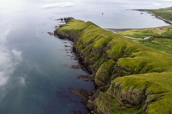 Mũi Tigrovy trong vịnh Novokuril của đảo Urup - hòn đảo thuộc nhóm đảo phía nam quần đảo Kuril - Sputnik Việt Nam