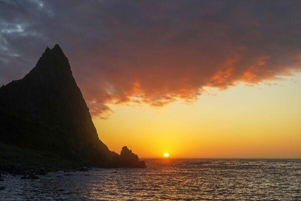 Hoàng hôn ở mũi Vasin của đảo Urup - hòn đảo thuộc nhóm đảo phía nam quần đảo Kuril - Sputnik Việt Nam